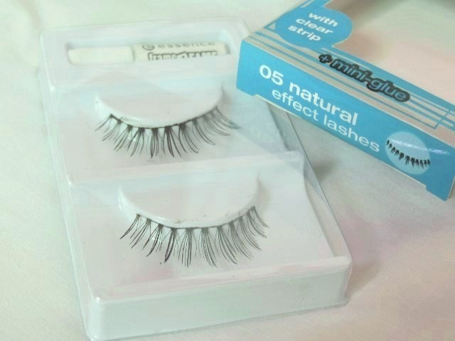 Essence Frame4Fame Lashes - Natural Effect Packaging