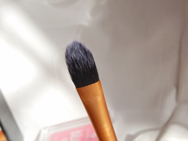 Real Techniques Core Collection - Pointed Foundation Brush