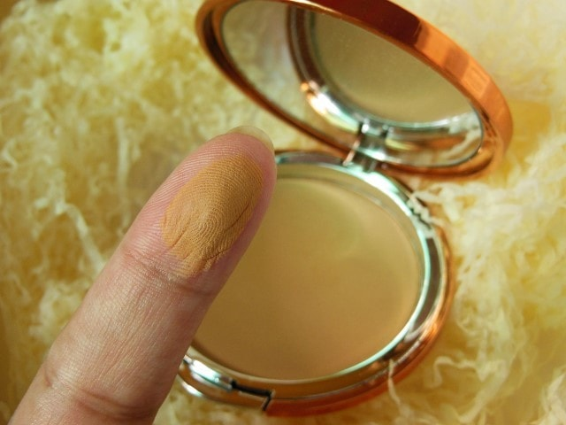 EX1 Cosmetics Invisiwear Compact Powder P300 Swatch