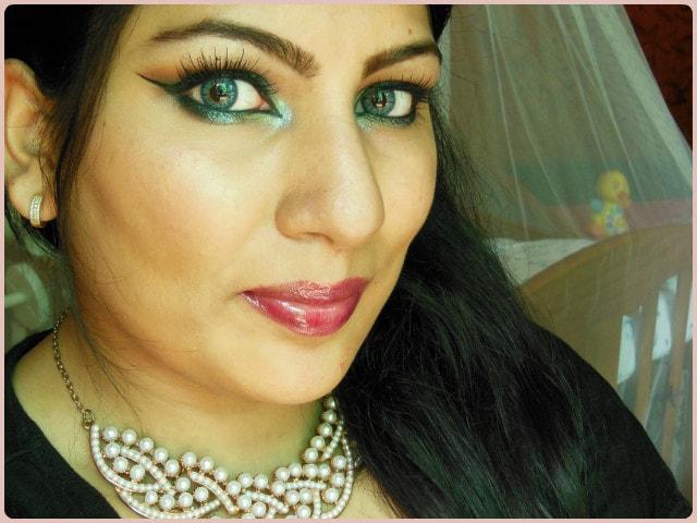 Be A Bombshell Poker Face Lip gloss Look