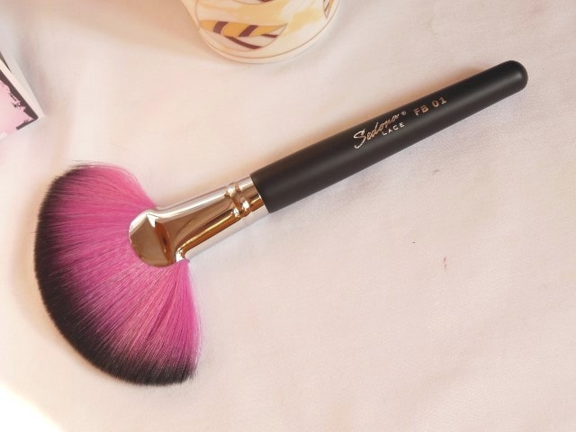 Sedona Lace Makeup Brush -Jumbo Fan Brush FB 01