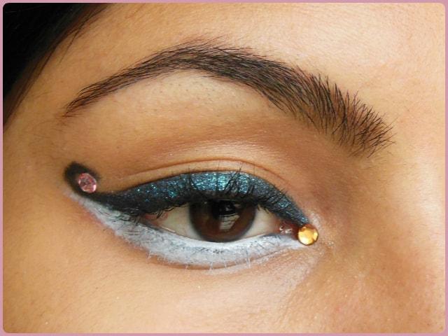 Curved Cat Eye Liner Eye Makeup