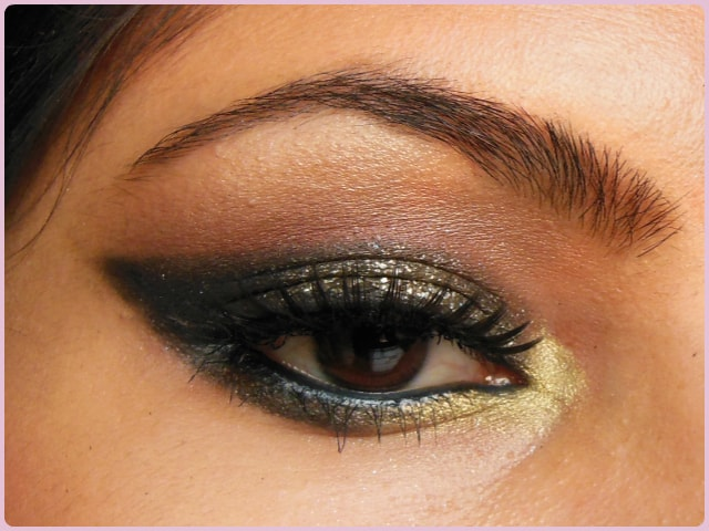 Glittery Black Smokey Eye Look