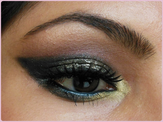 Glittery Black Smokey Eye Makeup