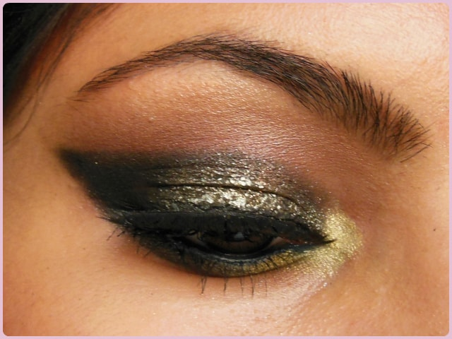 Glittery Black Smokey Eyes