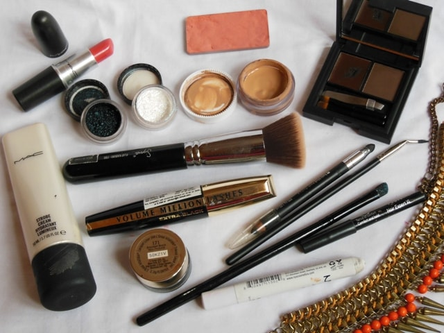 Products Used for Curved Cat Eye Look