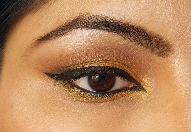 Golden Smokey Eyes Look