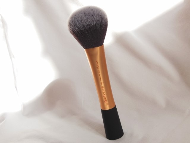 Real Techniques Powder Brush Size