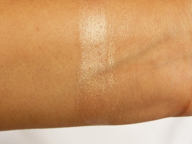 Faces Ultime Pro MetaliGlow Champagne Swatch