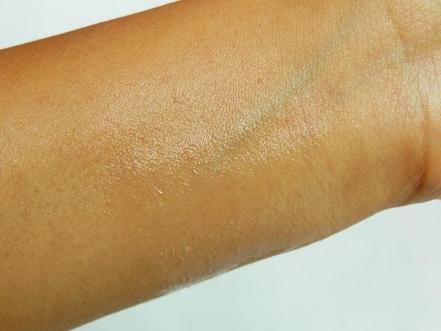 Neutrogena Ultra Sheer Body Mist Sunscreen SPF 30 Swatch