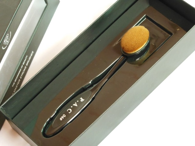 PAC Cosmetics Master Stroke Brush 04 Packaging