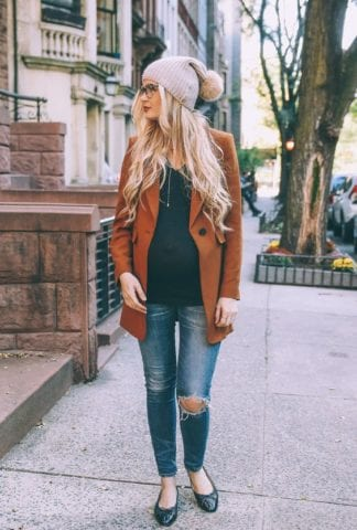 5 ways to look stylish during pregnancy- Accessorize