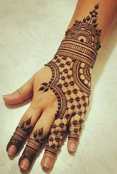 Best Henna Designs: 15 Best Karwa Chauth Mehendi Designs For Hands