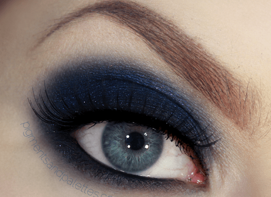 navy-blue-smokey-eyes-by-lisa-eldridge