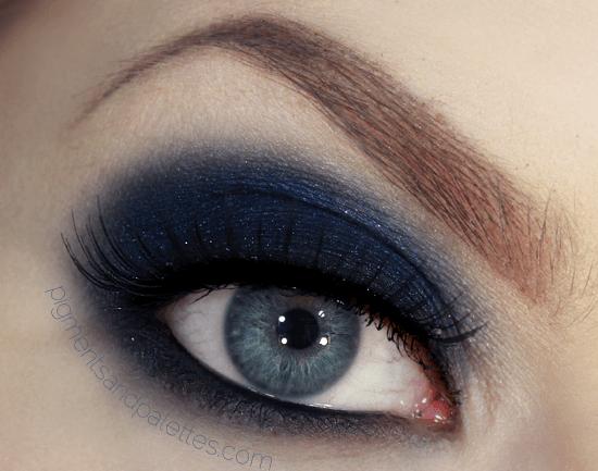 Navy blue smokey eye makeup by lisa eldridge beauty for Smokey eyes blau