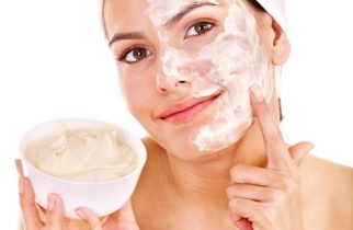 strawberry-face-mask-recipes-at-home-strawberry-and-milk