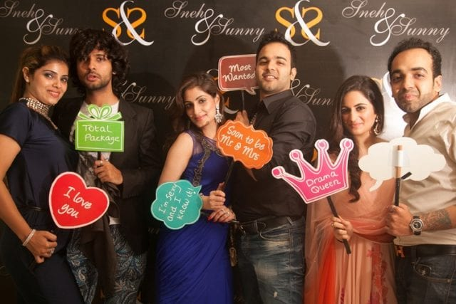 10-best-photobooth-inspirations-for-indian-wedding-signage-photo-booth