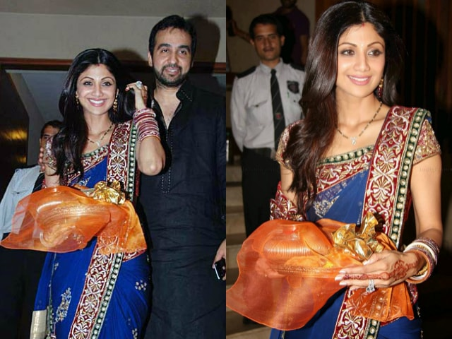 bollywood-celebrities-karwa-chauth-outfit-shilpa-shetty-blue-saree