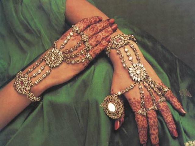 must-have-vintage-jewelry-for-indian-brides-antique-hath-phool