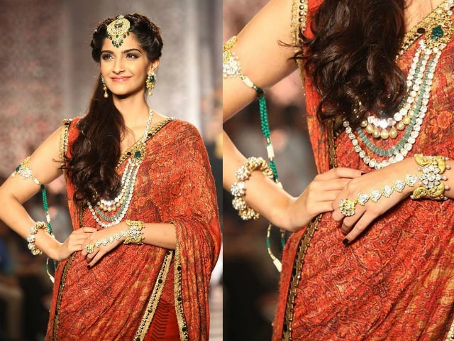 must-have-vintage-jewelry-for-indian-brides-antique-kada-bangle-sonam-kapoor