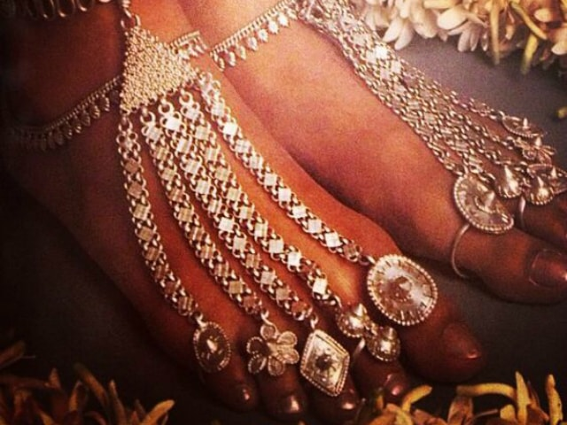 must-have-vintage-jewelry-for-indian-brides-foot-harness-2