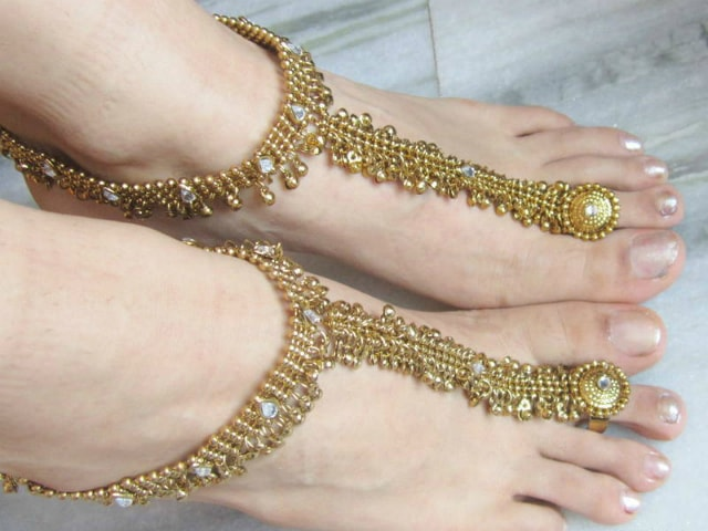 must-have-vintage-jewelry-for-indian-brides-foot-harness-gold