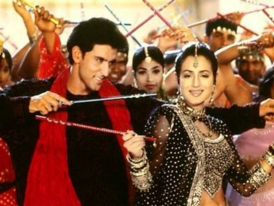 top-10-bollywood-celeb-garba-navaratri-looks-amisha-patel-black-lehenga