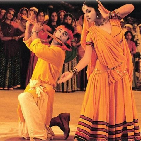 top-10-bollywood-celeb-garba-navaratri-looks-gracy-singh-radha-kaise-na-jale