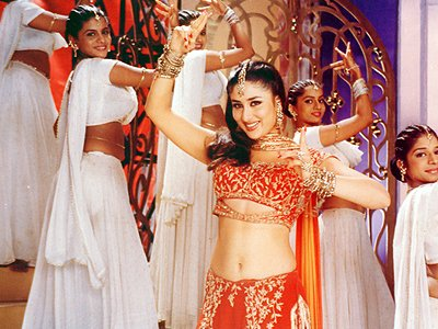 top-10-bollywood-celeb-garba-navaratri-looks-kareena-kapoor