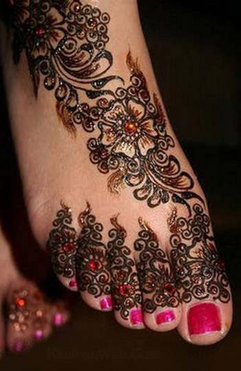 trending-henna-designs-for-feet-floral-heena-design