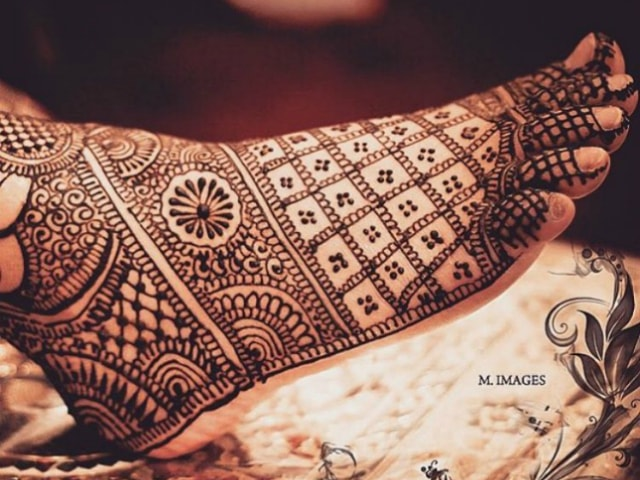 trending-henna-designs-for-feet-indian-bridal-mehendi-design-2