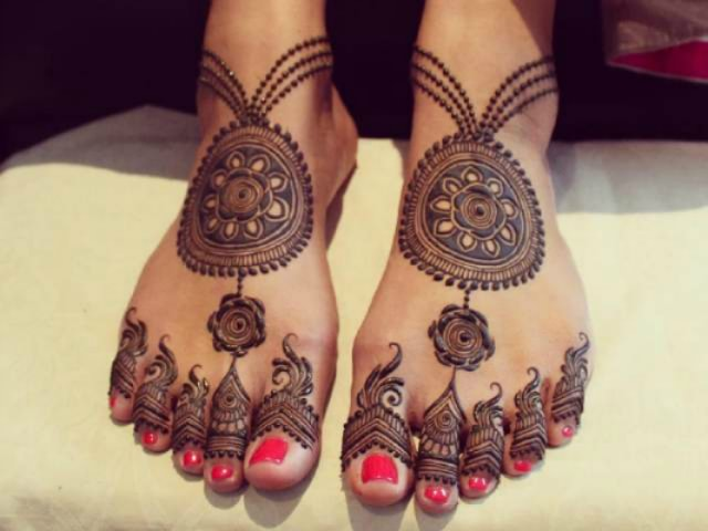 trending-henna-designs-for-feet-jewelry-inspired-bridal-mehendi-design