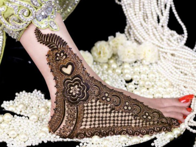 trending-henna-designs-for-feet-mehendi-design-for-sides-of-feet-3