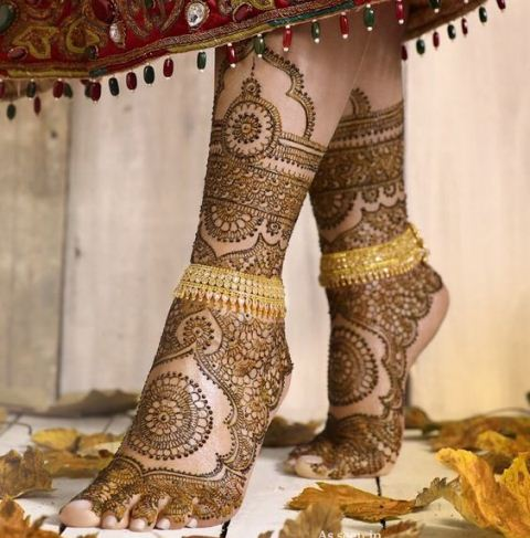 trending-henna-designs-for-feet-mirror-reflecting-heena-design