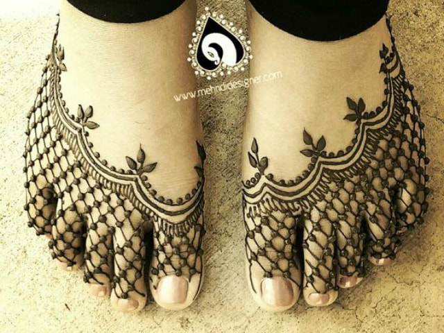 trending-henna-designs-for-feet-net-jaali-mehendi-design-for-feet