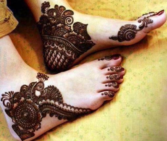 trending-henna-designs-for-feet-trending-indian-bridal-mehendi-design-4