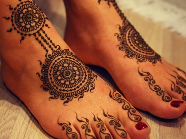 trending-henna-designs-for-feet-tribal-indian-mehendi-design-2