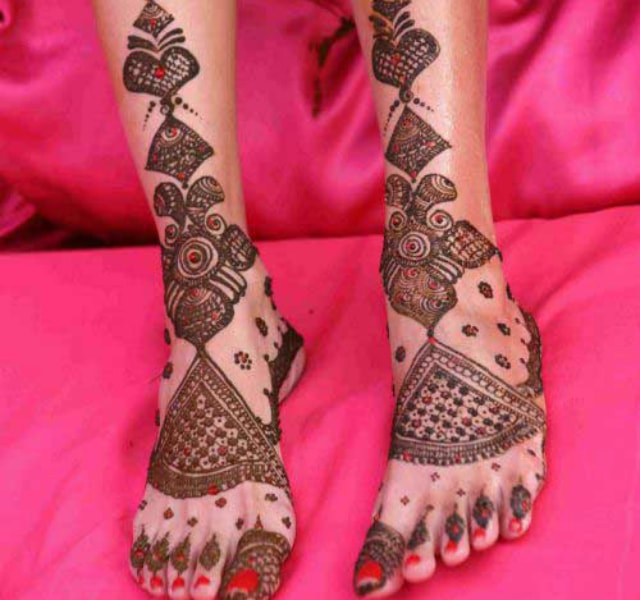 trending-henna-designs-for-feet-tribal-mehendi-design-3