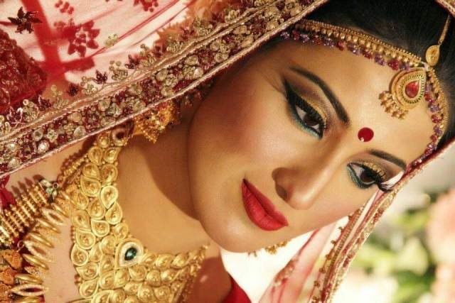 wardrobe-essentials-for-indian-brides-makeup-essentials