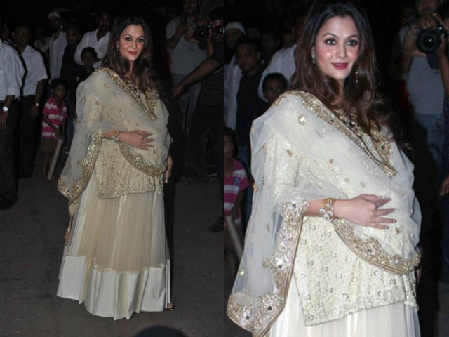 yummy-mummies-of-bollywood-amrita-arora-baby-bump