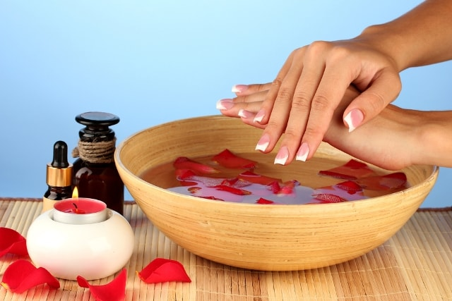 beauty-benefits-of-rose-water-rose-water-for-fair-skin
