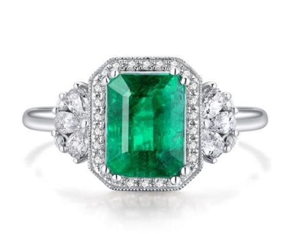 best-engagement-rings-for-brides-emerald-gems-diamond-ring-2