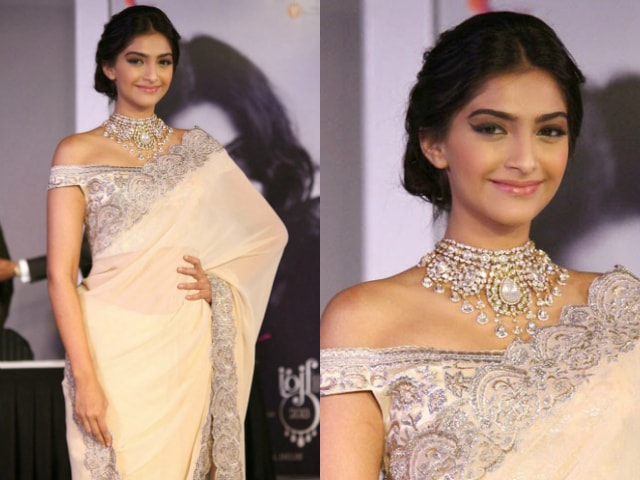 best-ethnic-looks-of-sonam-kapoor-sonam-kapoor-in-off-shoulder-blouse-saree