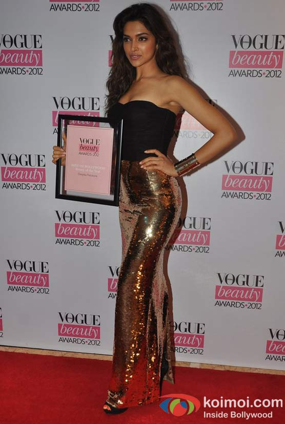 Deepika-At-Vogue-Beauty-Awards-2012