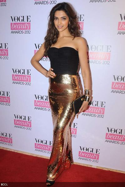 Deepika-Padukone-Vogue-Beauty-Awards-2012-held-in-Mumbai