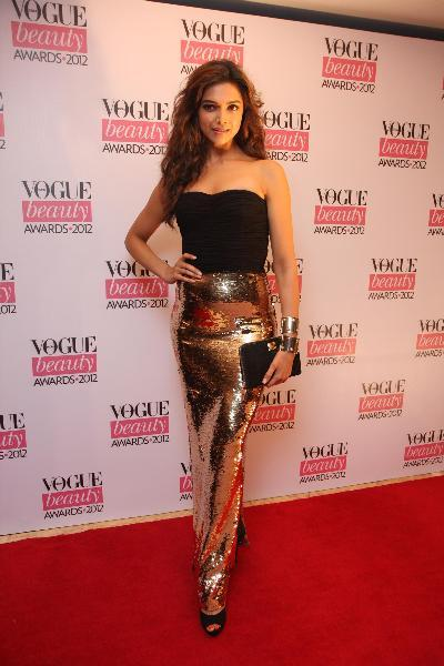 Deepika-Padukone-at-VOGUE-BEAUTY-AWARDS