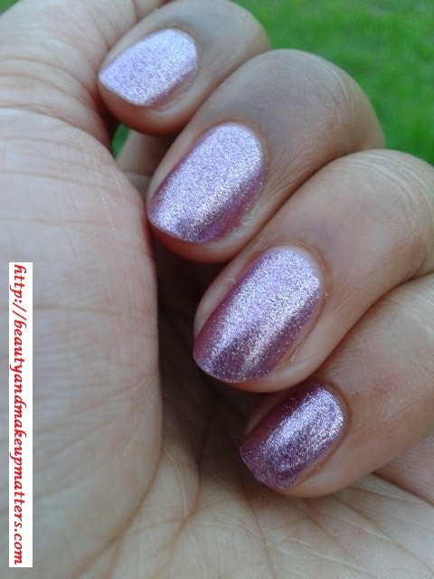 Avon-Simply-Pretty-Nail-Enamel-Pretty-Plum-Swatches