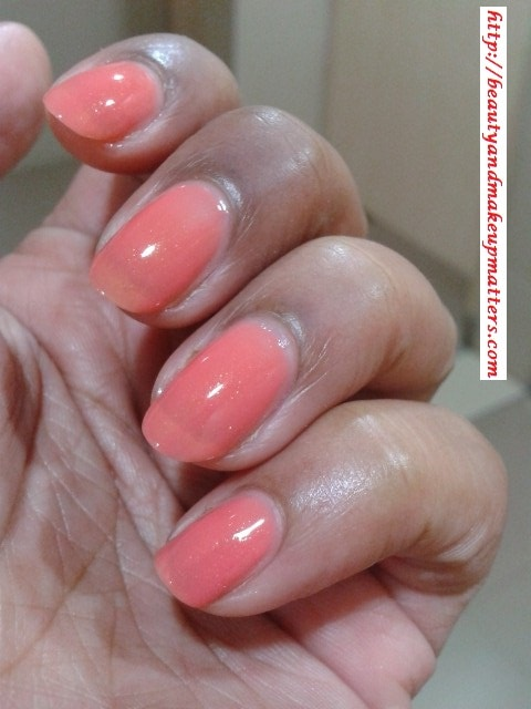 Maybelline-Coloroma-Nail-Paint-Coral-Chic-Swatch
