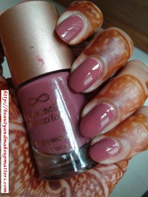 Lakme-Nine-to-Five-Nail-Paint-Lavender-Lush-Swatch