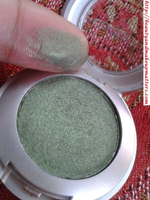 Colorbar-Eye-Shadow-Green-Stroke-006-Swatch